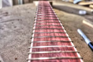 25 Simple Ways to Customize Your Guitar Without Changing the Tone no fret markers on the fretboard