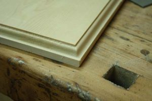 how-to-pick-the-right-beginner-woodworking-project-edge-routing